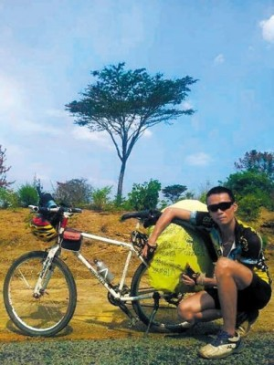 強國男與女友吵架  從廣東騎腳踏車去非洲...