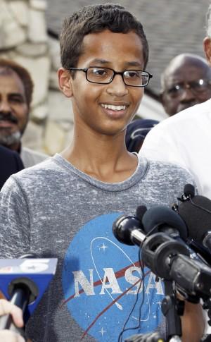 自製電子鐘被當炸彈客上銬 歐巴馬聲援高中生