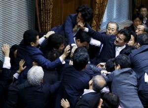 日本參院特別委員會  表決通過安保法