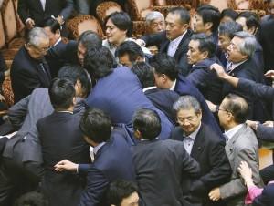 日新安保法通過參院特別委員會 將闖關大會