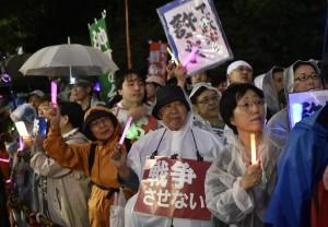 安保法第一階段過關 日國會抗議人士堅持不散