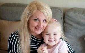 患罕病無痛覺 4歲女童天天自殘到流血