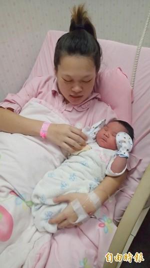 產下6000公克巨嬰寶寶 媽媽︰福氣啦!