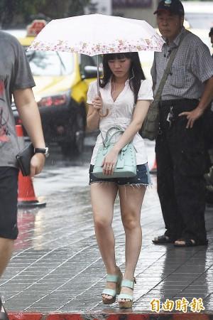 「杜鵑」逼近!北台、東部越晚下雨機率越高