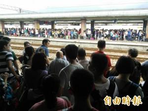 颱風來襲花蓮火車站擠爆 在地人變苦主哭哭
