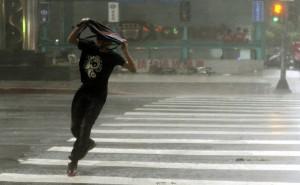 「杜鵑」挾強風豪雨 全台釀1死、50傷