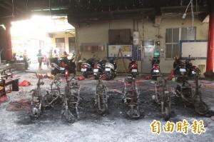 基隆宮廟電線走火 8台機車燒個精光