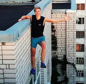 自拍玩過頭 俄羅斯少年從9樓處摔下身亡