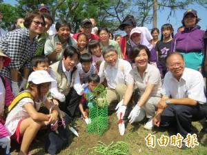 植幼苗建土地連結 賴清德:鳳凰花是台南人回憶