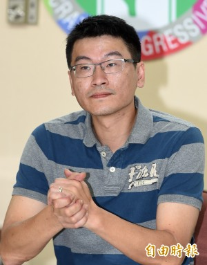 梁文傑臉書開賭盤 賭朱朱辭不辭新北市長