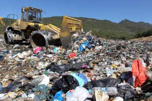 垃圾問題難解 法「美麗之島」淪「垃圾之島」