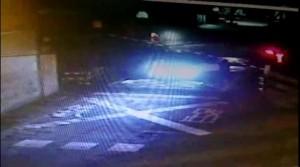 轎車闖平交道被火車撞飛 驚悚畫面曝光