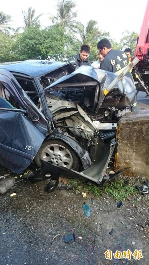 自小客車自撞起火燃燒 駕駛慘死