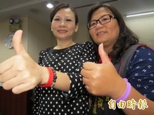 台南「祝祝姐」 捐贈疫區500只驅蚊腕帶