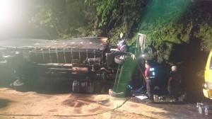 蘇花公路大貨車撞山壁 1死2重傷