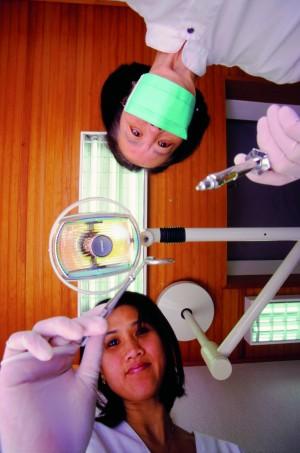 植牙擁一口好牙? 先口腔篩檢避免牙周病
