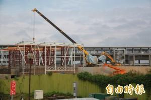 台鐵新豐富站吊車壓斷電線 4450人次受影響