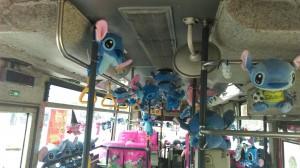 史迪奇陪你一起搭公車  乘客被療癒了