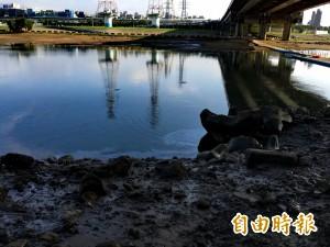 中油公司漏油污染基隆河 除污恐釀二次污染