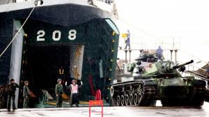 金防部戰車衝入太湖中 2士兵受困待援