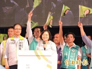 蔡英文現身新北競總 感謝選民支持、鞭策
