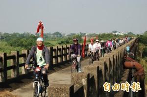倡議水圳綠道 台江老中青鐵馬穿越嘉南大圳