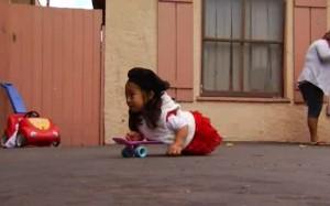 天生無腳輪椅還遭竊 4歲女童獲鄰居送暖