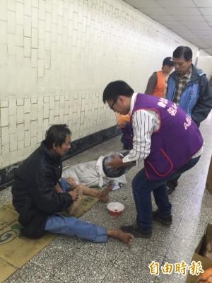 人安啟動防寒機制  到火車站發睡袋及物資