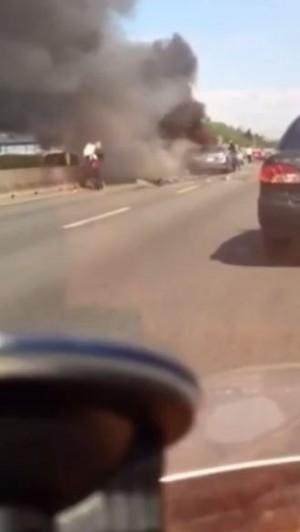 國道3號火燒車 熱心民眾奮勇衝濃煙救孩童