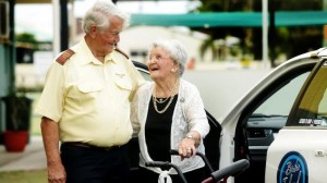 阿嬤歡慶104歲 80歲計程車司機免費提供一年服務