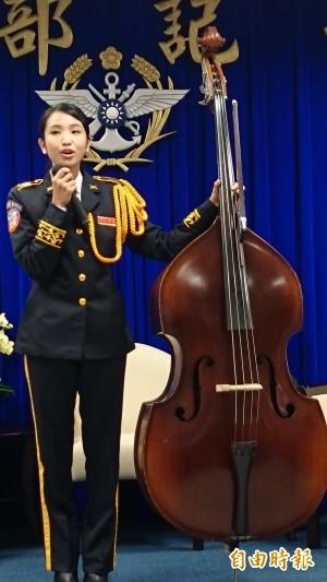 美女士官黃霧錞  用音樂肯定自我成長