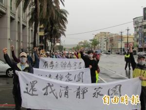 千桶廢棄物飄酸臭  梧棲居民抗議