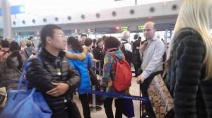 強國大媽插隊惹議 他拿出台灣國護照…