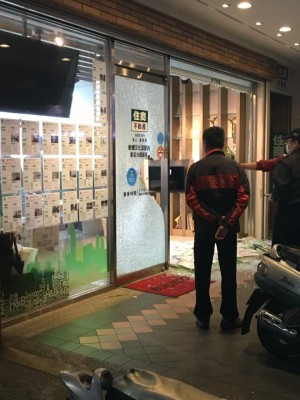 疑買賣糾紛砸店洩憤 警鎖定黑衣人