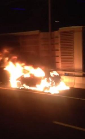 快訊】五楊高架林口上坡路段 傳自小客車起火燃燒