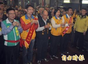 民國黨主席徐欣瑩參拜兼拜票 籲民眾挺「宋瑩配」