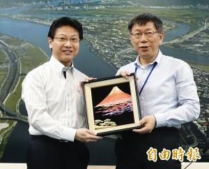 見柯P不穿西裝 日本靜岡市長也把西裝脫掉了