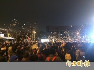 林昶佐戶外演唱會撒冥紙 周邊民眾抱怨連連