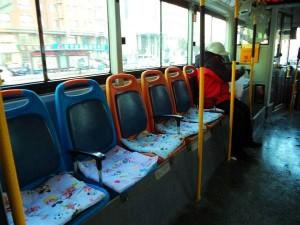 公車運將掏腰包加裝「坐墊」 不到2個月被偷30個