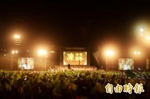 新北「點亮台灣」造勢 萬人擠爆旗海壯觀