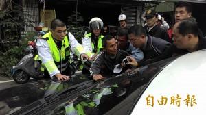抗議馬總統台南行 民眾攔車未果1人被逮捕