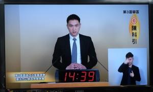 台北立委候選人發表政見 他趁機向女記者求婚