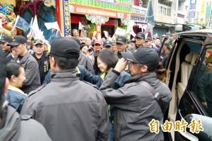 蔡英文新港奉天宮參拜 萬頭攢動