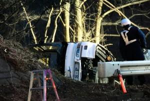 日本輕井澤巴士翻落 釀14死、27人輕重傷