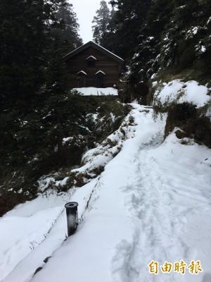 玉山再降雪 排雲山莊厚雪有北國fu