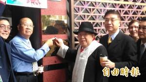 律師王可富聲援周子瑜 告發黃安及JYP涉強制罪