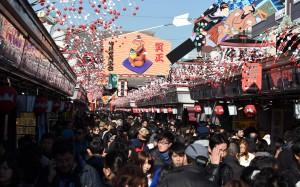 中國遊客在日消費突破1兆元 人次也居冠