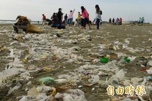 經濟論壇警告 2050年海洋塑膠垃圾比魚多