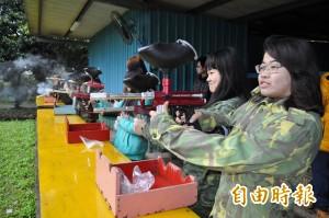 龍潭警邀小朋友打漆彈 倡正常休閒活動