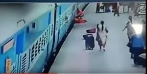 印度婦人下火車失足滑倒 捲進軌道慘死